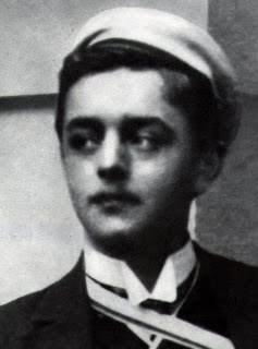 Georg Heym (* 30. Oktober 1887 in Hirschberg, Schlesien; † 16. Januar 1912 in Gatow) war ein deutscher Schriftsteller. Er gilt als einer der wichtigsten Lyriker des frühen literarischen Expressionismus.Am 16. Januar 1912 verunglückte Georg Heym beim Schlittschuhlaufen auf der Havel tödlich, als er seinen eingebrochenen und ertrinkenden Freund Ernst Balcke retten wollte.