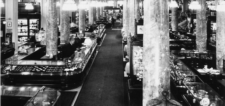 Montreal store in Square Phillips, 1907.  The store was extended and restored that year. With 18,000 square feet, it is the largest commercial space in the world on a single floor! They used to say that the store was a wonderland of modernism with its electrical and heating systems, not to mention the beauty of its ornate architecture.
