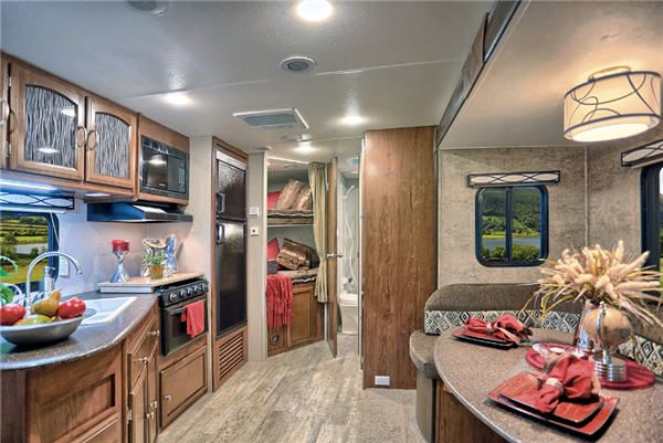 New Coachmen Rv Freedom Express 312bhds Travel Trailer For Sale Review Rate Compare Floorplans Rvingpla Travel Trailer Coachmen Rv Travel Trailers For Sale