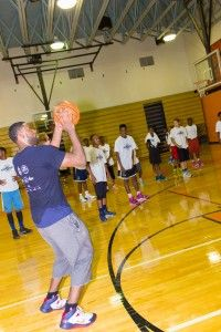 #Pelicans guard Tyreke Evans returned to his hometown of Chester, Pennsylvania and provided the community with a free basketball camp and free eye care courtesy of VSP Vision Care. Full story here: http://prosgiveback.com/tyreke-evans-provides-free-camp-and-eye-care-in-hometown/ #NBA #Pelicans #Kings #basketball #sports #charity