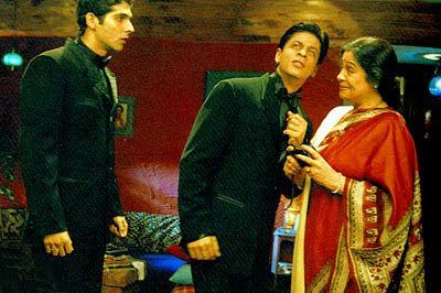 Shahrukh Khan and Zayed Khan with the wonderful Kirron Kher in Main Hoon Na (2004).