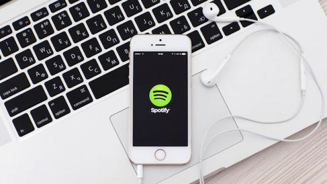 Spotify lleva meses poniendo en peligro tu disco duro   Spotify escribe gran cantidad de datos basura en el disco de los usuarios aunque la aplicación esté inactiva.  Comenzar las labores diarias frente al ordenador e iniciando sesión en Spotify para acompañarlas de buena música es un imprescindible para muchos. El servicio de streaming con más de 100 millones de usuarios en todo el mundo es uno de los más populares del planeta junto con Apple Music o Google Play Music. Sin embargo los…