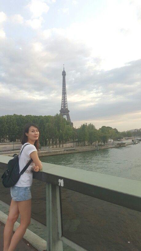 저녁 먹으러 가는 길에 만난 에펠탑. 이미 상태가 너무 안좋은 몸이어서 초췌~~~