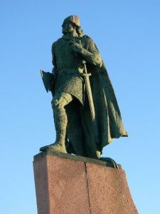 """Leif Eriksson probably the most famous Viking of all time. He was born around the year 970 & died sometime about 1020. Leif was an explorer who apparently arrived in North America around the year 1000, a few hundred years before Christopher Columbus. Leif was often referred to as """"Leif the Lucky."""" He was the son of Eric the Red, who started the first European settlement of Greenland in 985."""