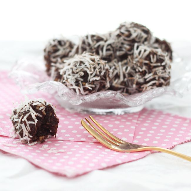 The Kiwi Cook | Carob, Fruit & Nut Balls