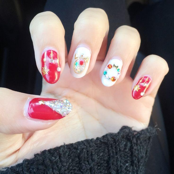 Christmas snow globe red and white nails! #nailart #ad
