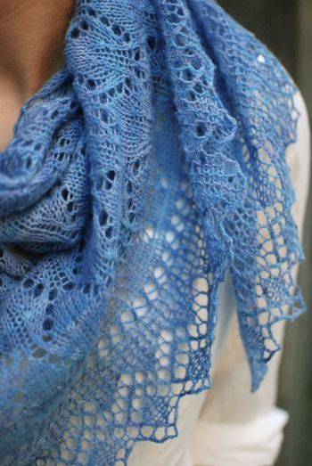 337 best images about Sumptuous Shawls on Pinterest Free pattern, Knitted s...