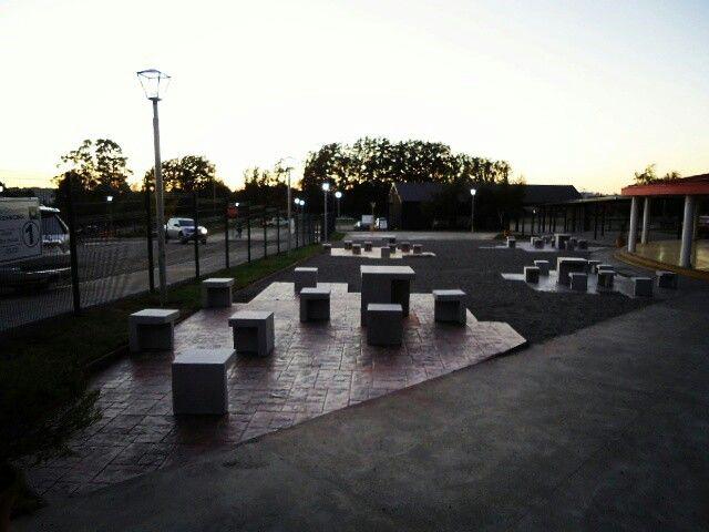 Nuevo Acceso Colegio Alemán de Puerto Varas. Proyecto de reordenamiento de accesos, nueva portería y patios. 2016.