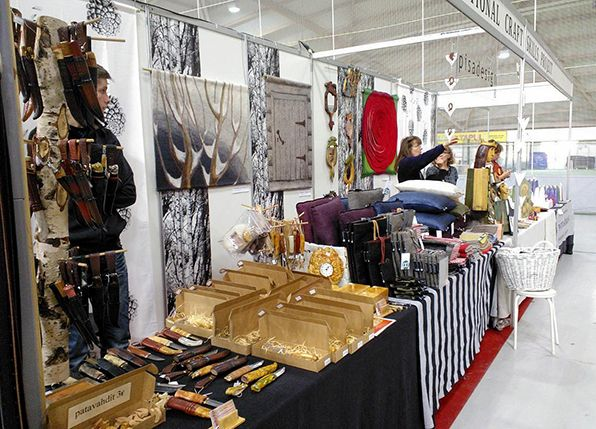 Pisa Design participated Kädentaitomessut (a big handcraft fair) in Oulu, Finland in October 2013. Their department has stripes.  Pisa Design osallistui Kädentaitomessuille Oulussa lokakuussa 2013. Osasto on tuo raidallinen.