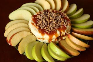 Carmel Cheesecake Apple Dip (25 Super Bowl Appetizer/Treat ideas to serve at your party! )