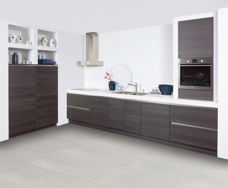 Trendy+en+ruim.+Een+waanzinnig+contrast:+grijstint,+houten+kasten+en+een+hypermodern+wit+werkblad.+Koken+in+een+keuken+als+deze+wordt+ongetwijfeld+een+koud+kunstje.+Gavi+is+uitgerust+met+luxe+inbouwapparatuur+en+heeft+subtiele+details,+maar+luxe+apparatuur.
