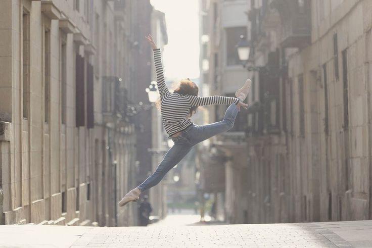 Sesión de fotos en Donostia con la bailarina de ballet Iratxe Beorlegui, primera bailarina de la Compañia Nacional de Danza de Mexico. Fotos de Ballet en el Casco antiguo