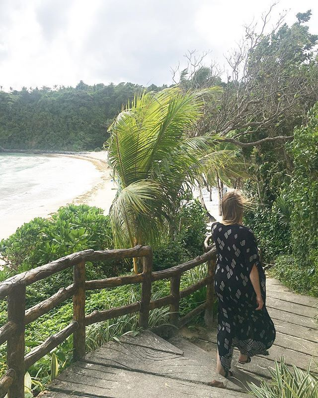 Steps down to the private beach at @fairwaysandbluewater  #travel #travelblog #travelblogger #travelwriter #travelphotography #wanderlust #passportready #backpackerstory #backpacking #ilovetravel #travelgram #instatravel #instago #instagood #instadaily #tourism #budgettravel #igtravel #traveltheworld #wearetravelgirls #girlswhotravel #solotravel #shoestringtravel #exploretheworld #traveltheworld #sheisnotlost #boracay #philippines