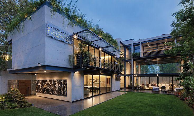 El concepto de Hajj Designless podría definirse como pasión que se transmite a cada espacio; también vitalidad, alegría, felicidad, sorpresa, emociones, deseos tangibles a través de un diseño atemporal y personalizado; con pocos productos, cambian y dimensionan los lugares en ambientes que comunican, armonizan y participan en la vida de los dueños. Todo se comienza a concebir desde que se está construyendo la casa, en colaboración con el arquitecto para definir el mobiliario, acabados…