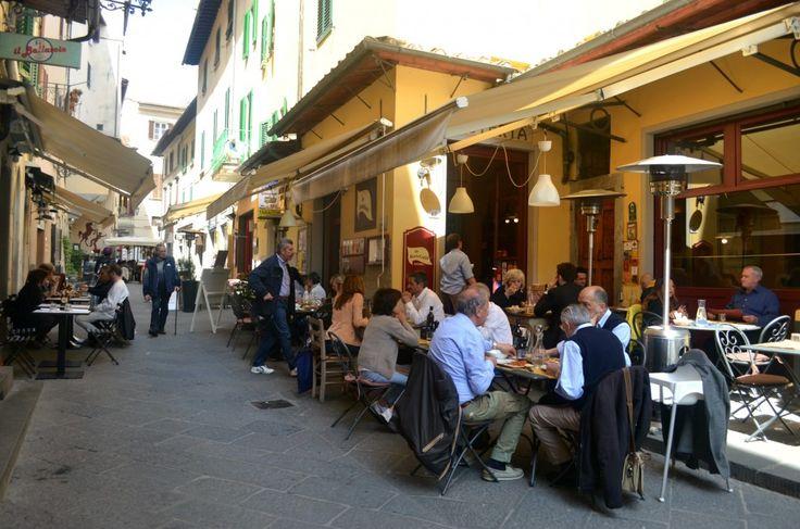 Scoprire Pistoia, capitale della cultura 2017: Piazza della Sala e Piazzetta dell'Ortaggio www.brickscape.it – #BrickScape #turismoesperienziale #turismo #pistoia #piazzadellasala #PiazzettadellOrtaggio #tuscany #toskana #toscana #italy #italya #italien #italie #italia #tourism #viaggiare #pistoiablues #pistoiese #travel #travelblog #italian #italiano #viaggi #vacanze