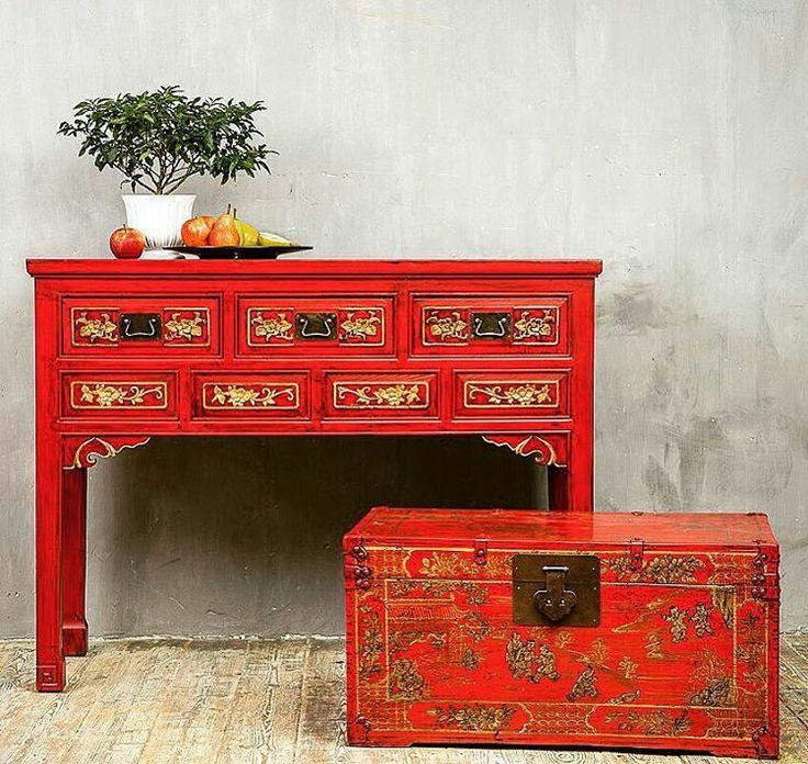 Сундуки в Китае использовались для хранения сезонной одежды. Их старались изготавливать из камфорного дерева, запах которого отпугивал моль.  #home #design #designer  #designinterior #interiordesign #interior #furniture #furnituredesign #provans #vintage #provancestyle #provansmebel #ретро #retro  #classicmebel #лофтмебель #лофт #лофтстиль #loft #loftdesign  #loftstyle #industrialdesign #industrial #китайскаяроспись #китайскаямебель #kitaischina #китайскаяживопись #консоль #Китайщина