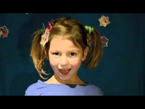 adorable Christmas song to the tune of Twinkle Twinkle - love the Italian version by Chanel!!