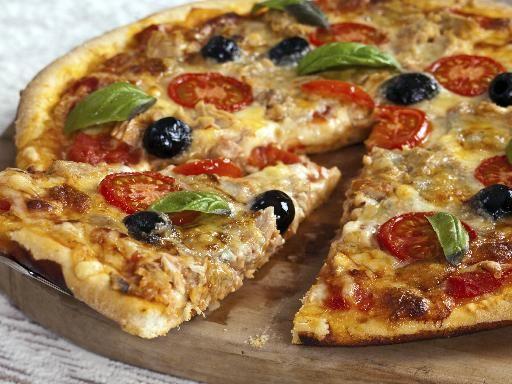 Recette Pizza au thon et aux anchois, notre recette Pizza au thon et aux anchois - aufeminin.com