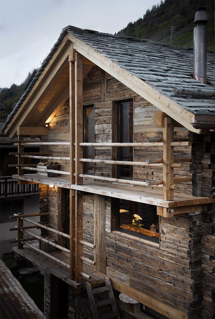 Raccard transformé à Sarreyer par Alp'Architecture (Sacha Martin, Laurent Berset & Romain Pellissier) #renovation #raccard #alparchitecture