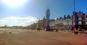 Weymouth - The Esplanade, en Melcombe Regis, mostrando ejemplos de arquitectura georgiana y el Jubilee Clock de la reina Victoria.