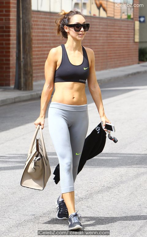 Cara Santana Showing her sexy mid-riff leaving the gym http://icelebz.com/events/cara_santana_showing_her_sexy_mid-riff_leaving_the_gym/photo1.html