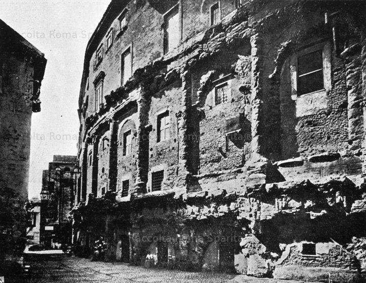 : Il Teatro di Marcello prima dei lavori di liberazione Anno: ante 1926