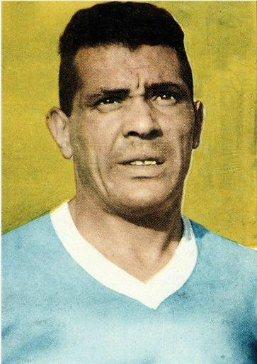 Obdulio Varela был капитаном Уругвайской сборной , которая выиграла в 1950 Кубок мира