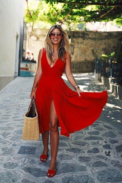 O vermelho está entre as cores tendência para o verão 2018. Confira looks para se inspirar.