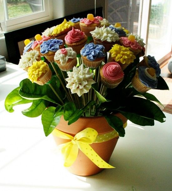 Flower-Pot-Cake-Bouquet-Tutorial-550x612