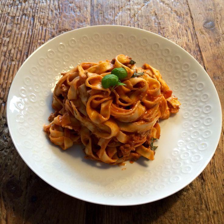Tagliatelle tomaat-gorgonzola saus