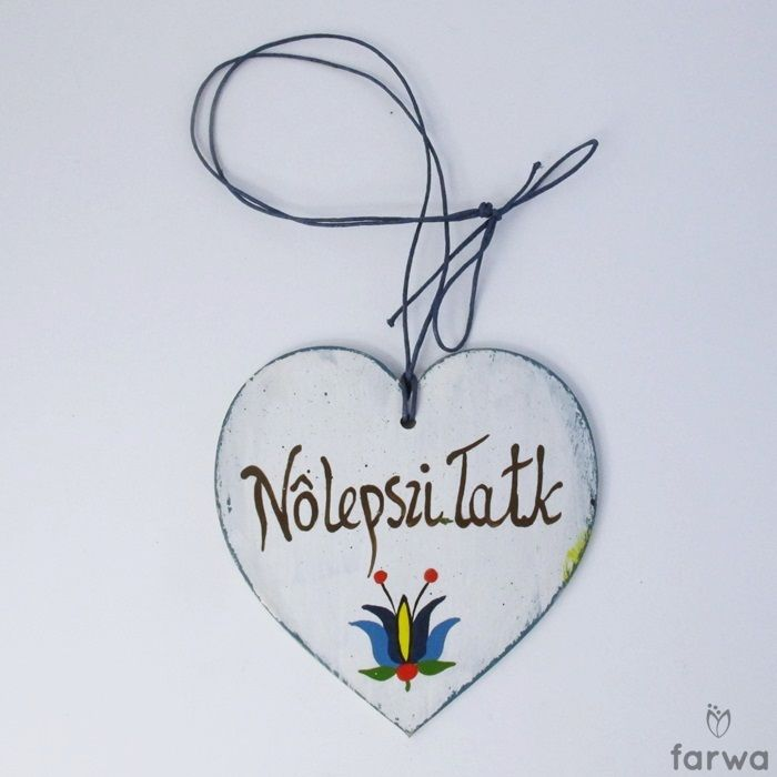 "Kaszubskie serduszko  ""Nôlepszi Tatk"" - ""Najepszy Tata"". The heart is cut from plywood, hand painted with acrylic paint and varnish protected. Suspended on a natural string. Dimensions: 10cm x 10cm ."