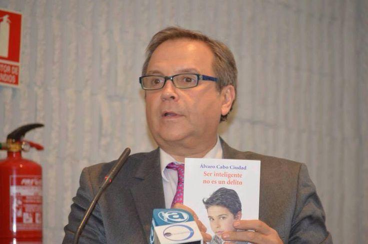 Antonio Miguel Carmona.Momento de la presentación de su libro en la Universidad San Pablo CEU en Madrid.