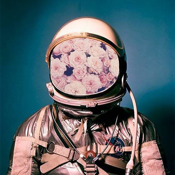 Probably my favorite art piece I did all summer. Pretty simple to make but looks cool and was inspired by dude Hugo Barros #surrealism #astronaut #flowers #art