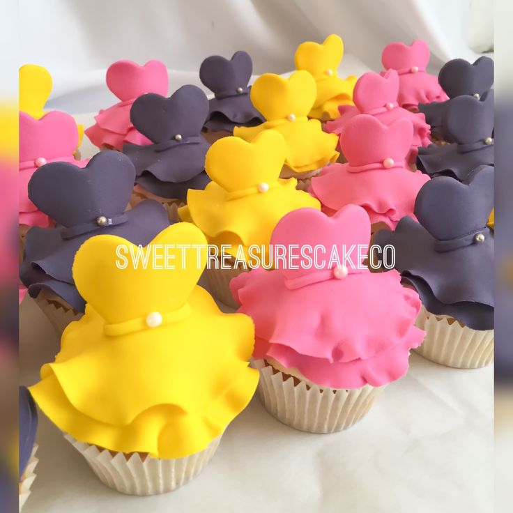Fit for a princess. Princess cupcakes for turning a big 3 years 💓💓.  #customcupcakes #princess #sweettreasures #sweettreasurescakeco #princesscupcakes #3years #bestcakesintown #customcakes