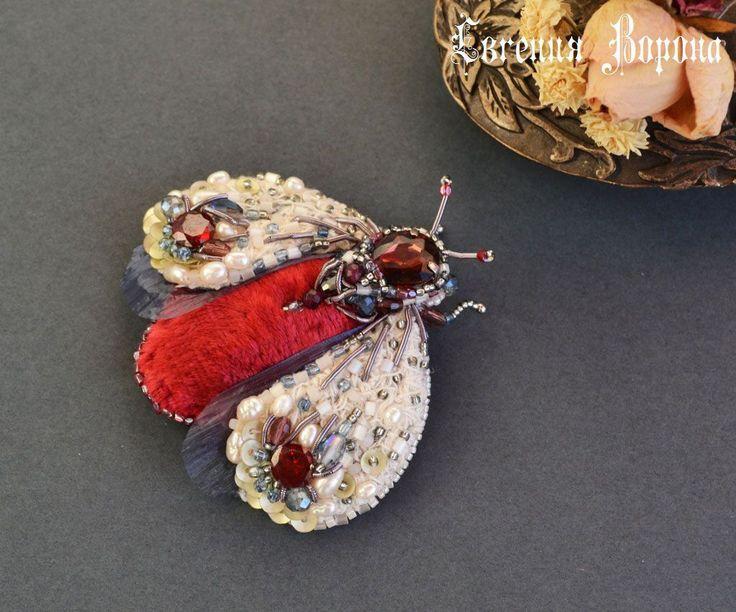 Купить Брошь Императорский жук в красном - красно-бело-синий, красный, синий, белый