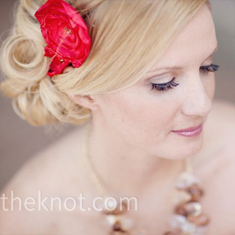 Like the sideswept look: Hair Ideas, Pink Flowers, Red Floral, Flowers In Hair, Red Flowers, Bridesmaid Updo, Hair Makeup, Floral Hairpiece, Hair Style