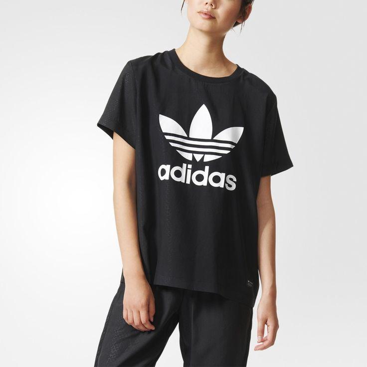 Svart kobraskinn ger den här T-shirten för dam från adidas Originals blue en oväntad textur. Med ett heltäckande präglat mönster och en glänsande Trefoil på bröstet.
