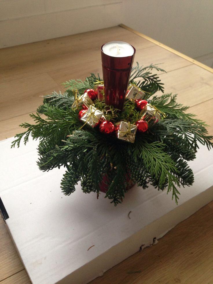 Goud rood kerststuk