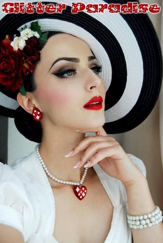 Idda van Munster (Aida Đapo) Earrings & Necklace by Glitter Paradise