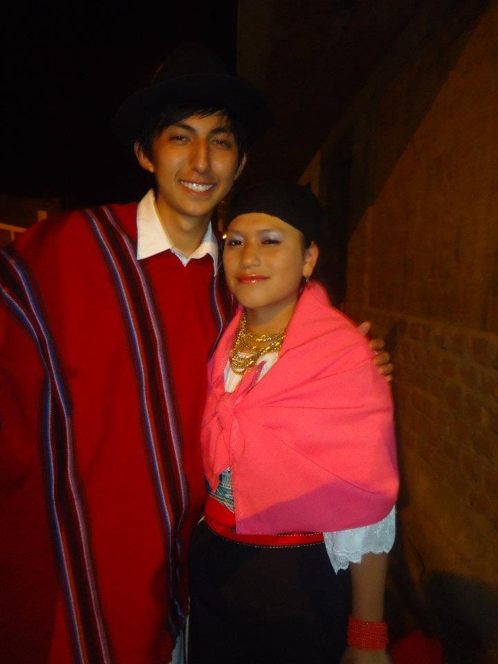 OTAVALO es una de las culturas mas reconocidas de el Ecuador, una de las razones es su danza sobre todo la del inti raymi por su alegría, su vestimenta , de los hombres es el poncho, el pantalón blanco y el sombrero. Las mujeres usan anacos, blusas, fajas y collares muy grandes.