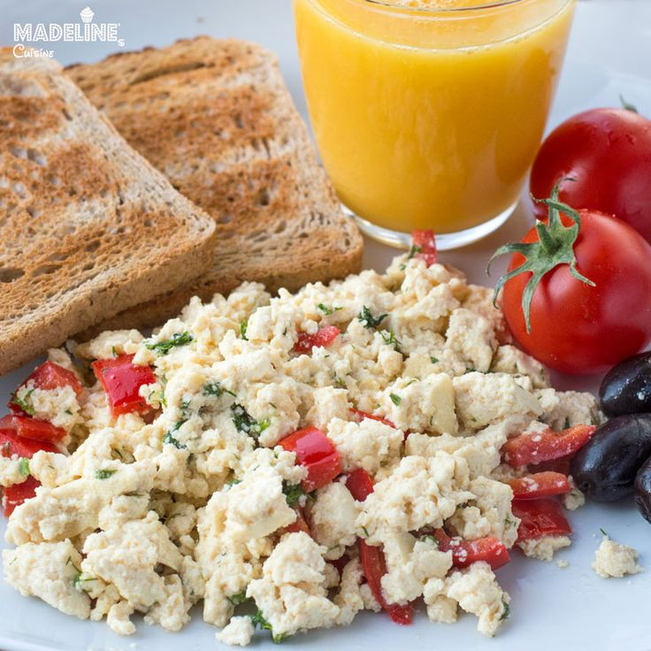 "Omleta din tofu / Tofu scrambled ""eggs"""