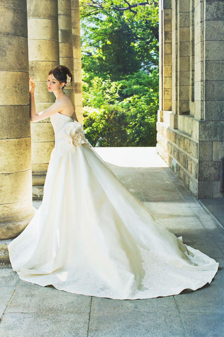 トレーンにマクラメレースを縫い付けたクラシカルドレス♡♡ 真っ白なミカドシルクを使ったウェディングドレス・花嫁衣装一覧。