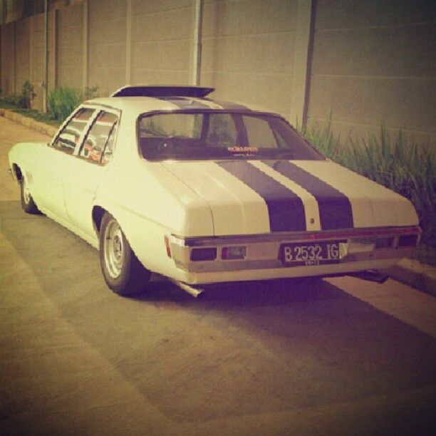 #holden #old #school #classic #car #muscle #premier #kingswood #statesman #all_shot #hot_shot #photos #statigram #hellogram #tagstagram #speed #fast #cars #instagram #instanesia #instadonesia #instadaily #instanusantara #instapict #instacar #indogram #urban - @Egi Saputra- #webstagram Holden Classic Car - Aussie Muscle