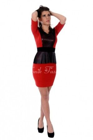 Ne pregatim pentru petrecerea de Craciun/ Revelion 2014/2015 ? Ce poate fi mai potrivit decat o rochie rosie. Peplum-ul si partea superioara de pe bust sunt confectionate din piele ecologica cu perforatii decorative.