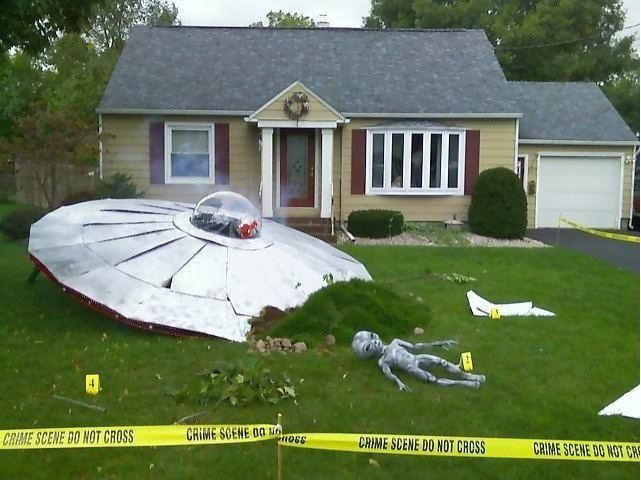 Need large umbrella. Silver paint. Etc.     That's how to decorate your lawn for Halloween! Awesome! #UFOCrashTheme