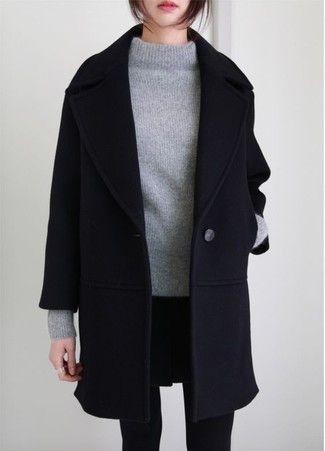 Schwarzer Mantel, Grauer Strick Rollkragenpullover, Schwarzer Minirock, Schwarze Wollstrumpfhose für Damen