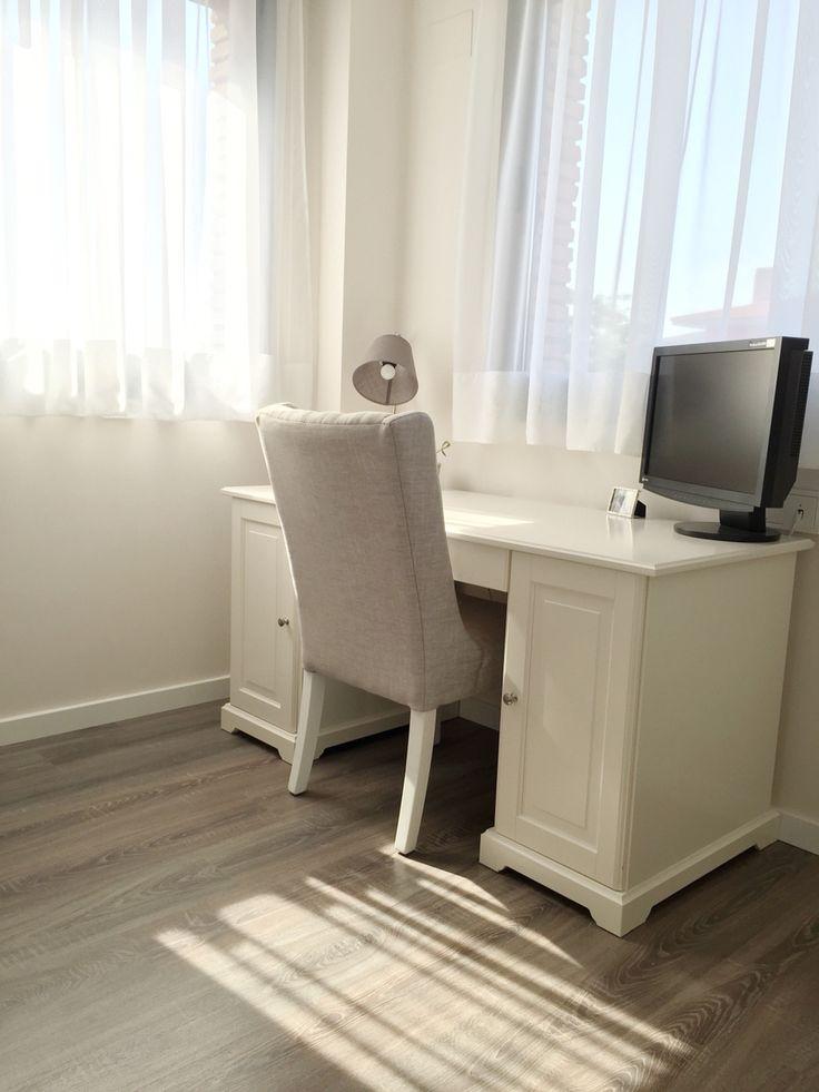 En nuestro nidazo despacho con mesa ikea liatorp y silla - Ikea mesas despacho ...