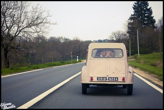 Emeline + Tony. Photo E.Musslin: Two Horses, Feminine Flourish, Favorite Things, Beautiful Country, Citroen 2Cv, La France