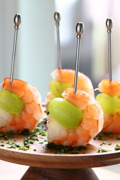 Drunken Grapes with Wine Poached Shrimp -- a simple and dangerously delicious skewered party appetizer! | showfoodchef.com