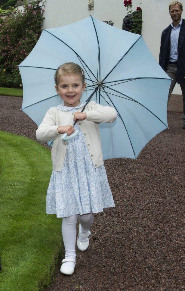スウェーデンのエステル王女 写真:SPLASH/アフロ ▼19Jul2015Walkerplus|ジョージ王子にライバル?スウェーデンの王女がかわいい http://news.walkerplus.com/article/61932/ #Princess_Estelle #Prinsessan_Estelle #艾絲黛拉公主 #艾丝黛拉公主 #الأميرة_أستل #Принцесса_Эстель #شاهدخت_استل #에스테르_공주